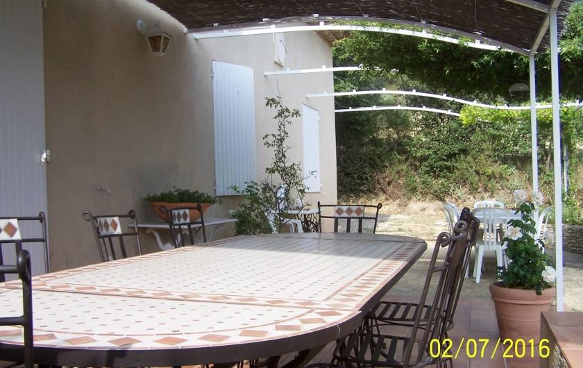 Location de vacances - Maison - Villa à Mérindol - Terrasse et coin repas
