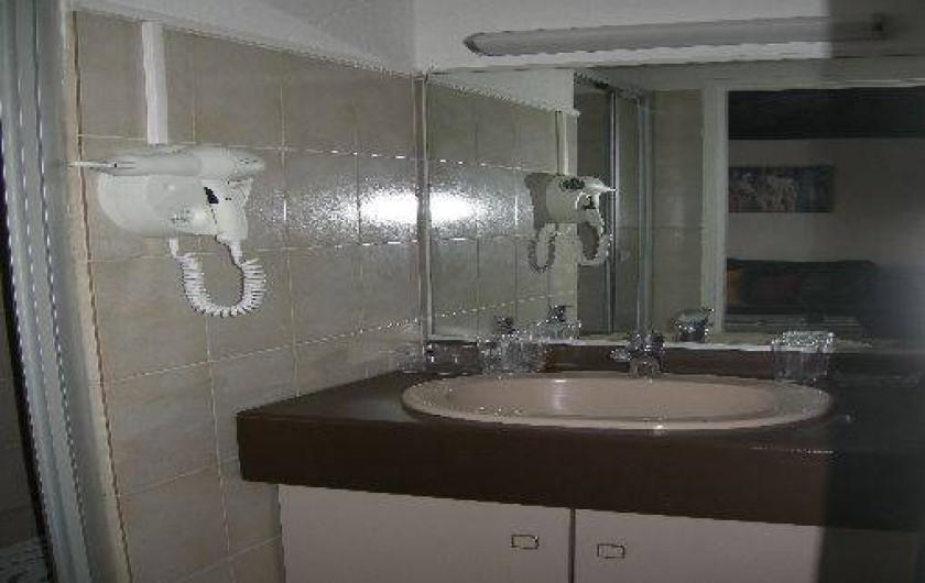 Location de vacances - Appartement à Saint-Gilles les Bains - Salle d'eau