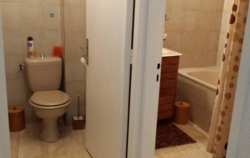 Location de vacances - Appartement à Saint-Gilles les Bains - WC - Salle de bain
