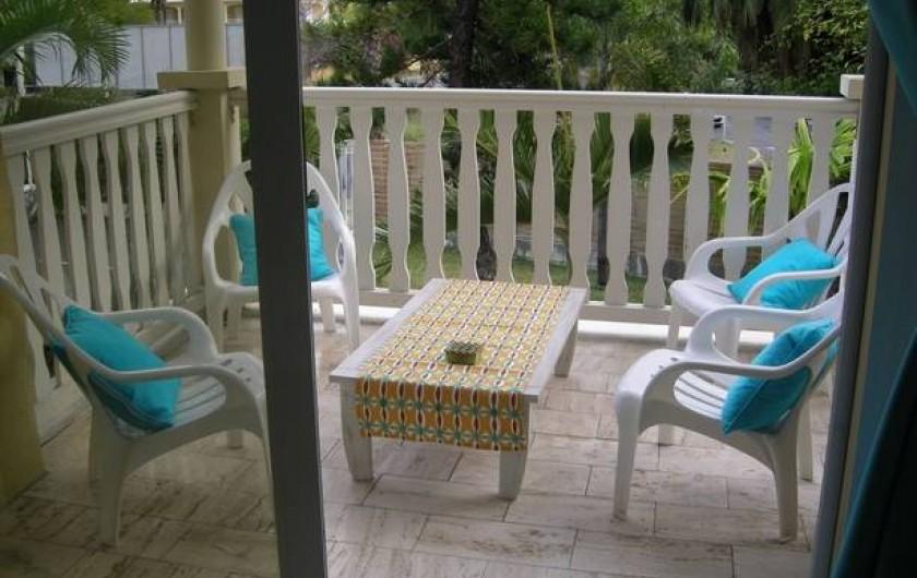 Location de vacances - Appartement à Saint-Gilles les Bains - Balcon chambre 1