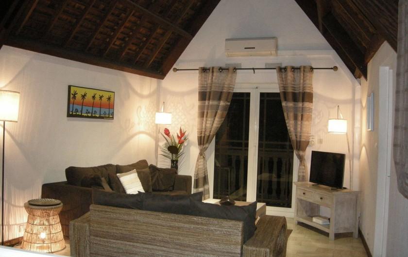 Location de vacances - Appartement à Saint-Gilles les Bains - Salon