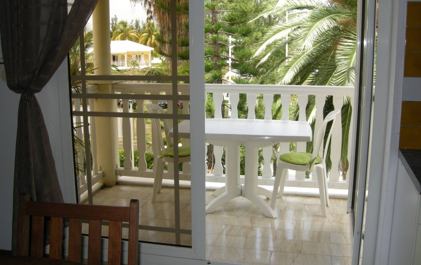 Location de vacances - Appartement à Saint-Gilles les Bains - Balcon cuisine
