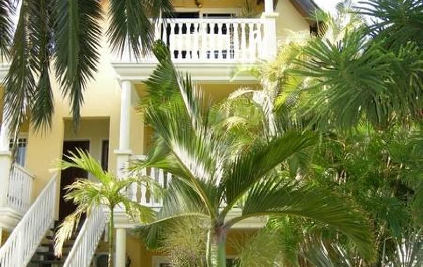 Location de vacances - Appartement à Saint-Gilles les Bains - Façade