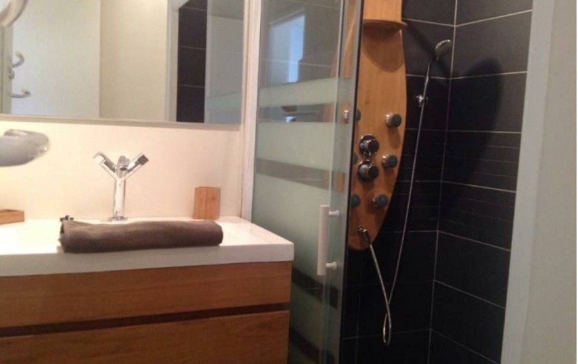 Location de vacances - Maison - Villa à Gruissan - salle de bain intérieur