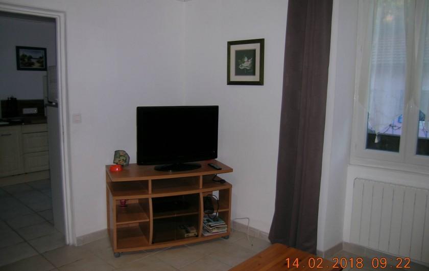 Location de vacances - Appartement à Bessèges - Salon/chambre avec télévision écran plat possibilité internet
