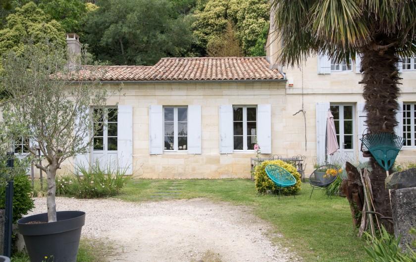 Location de vacances - Gîte à Bourg sur Gironde - Arrivée Maison