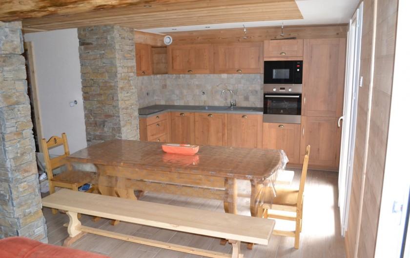 Location de vacances - Appartement à La Chapelle-d'Abondance - la cuisine équipée four lave vaisselle, four à micro onde,