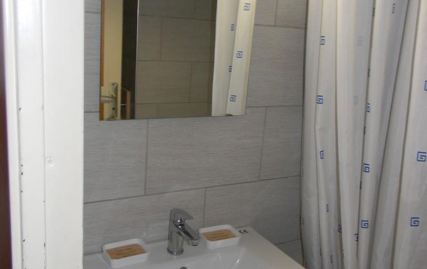 Location de vacances - Studio à Cauterets - salle de bain