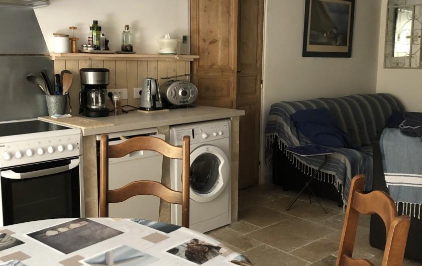 Location de vacances - Appartement à Six-Fours-les-Plages - cuisine aménagée