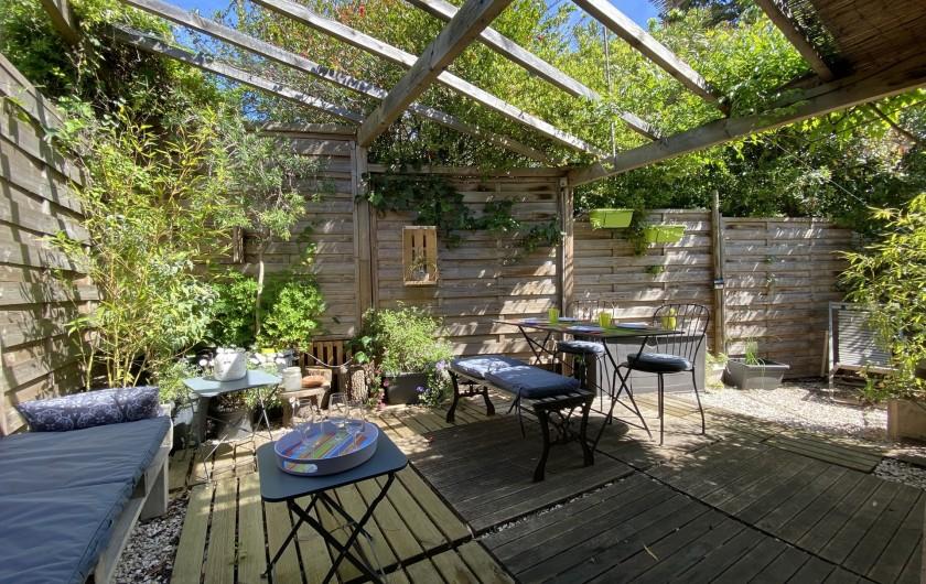 Location de vacances - Appartement à Six-Fours-les-Plages - Jardinet-terrasse