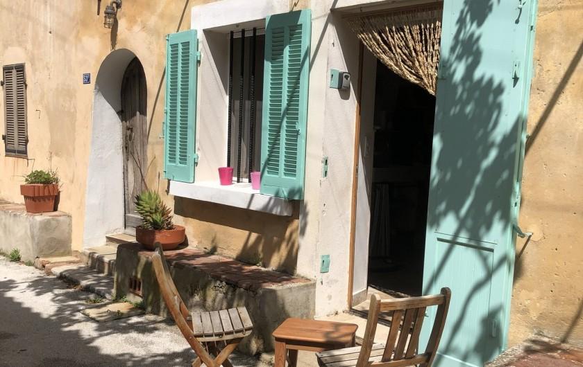 Location de vacances - Appartement à Six-Fours-les-Plages - apéro dans la ruelle sous la treille