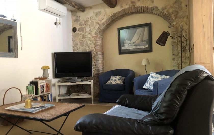 Location de vacances - Appartement à Six-Fours-les-Plages - Coin TV