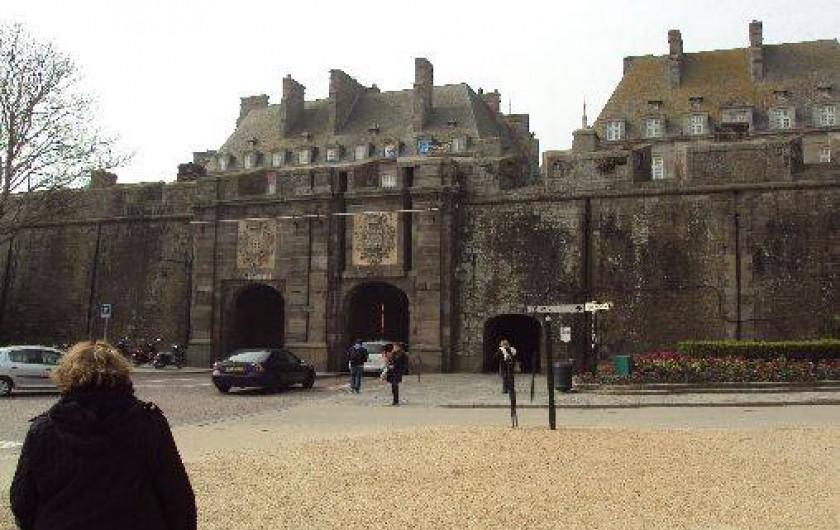 Location de vacances - Appartement à Saint-Malo - Entrée des intras muros (Porte St Vincent)