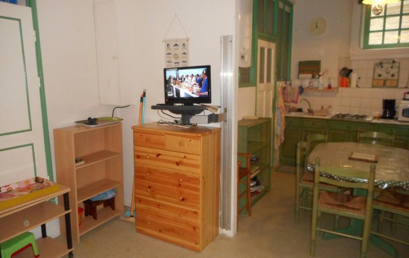 Location de vacances - Appartement à Saint-Malo - Salon avec television
