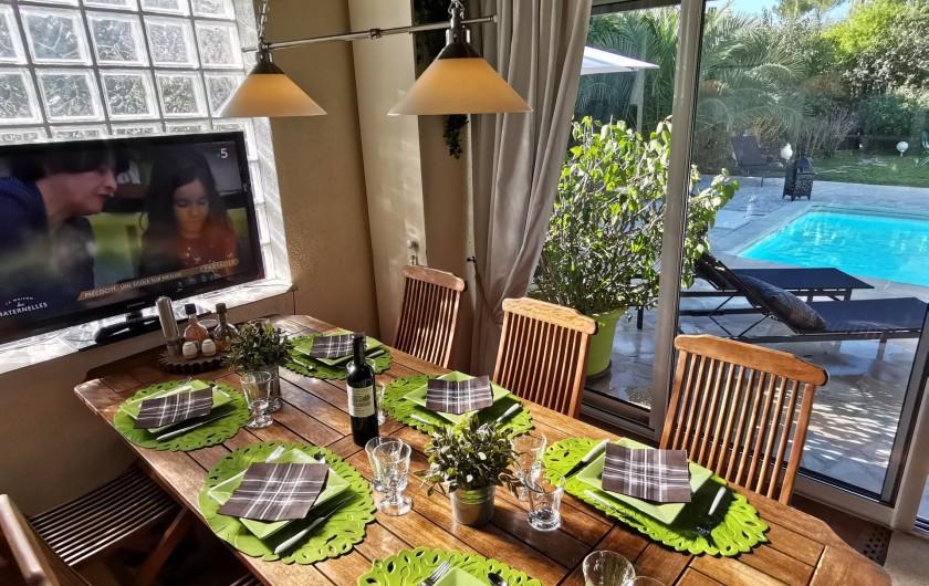 Location de vacances - Villa à Le Cannet - VERANDA  COIN REPAS 8 /10PERSONNES