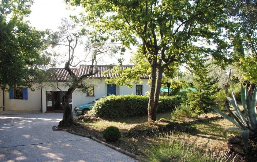 Location de vacances - Villa à Saint-Cézaire-sur-Siagne - entrée villa
