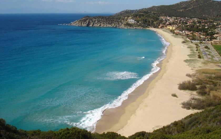 Location de vacances - Maison - Villa à Solanas - Bellissima spiaggia con sabbia finissima vicino alla casa