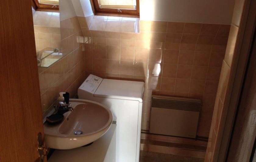 Location de vacances - Appartement à Orschwiller - Salle de bain coté jardin