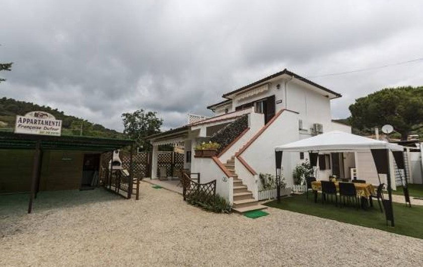 Location de vacances - Appartement à Capoliveri - le trio: casina(à gauche), cas'elen  (à droite), casetta (premier étage).