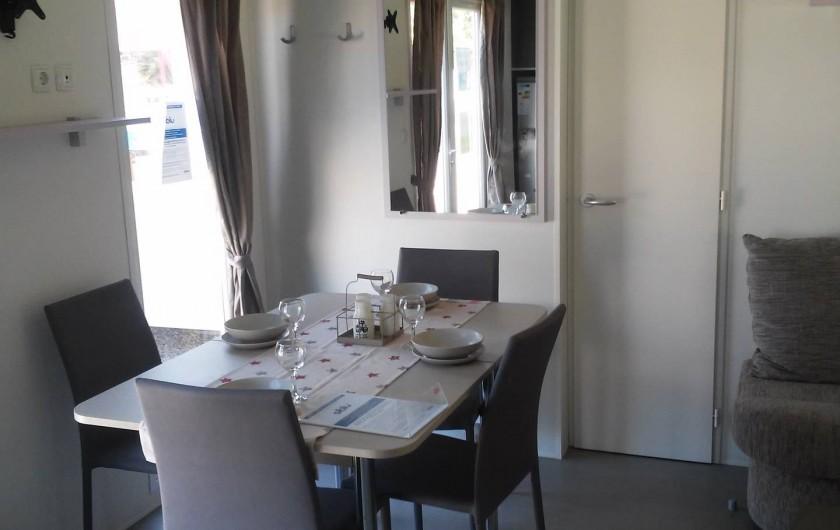 Location de vacances - Camping à Vias - Coin repas  intérieur  du mobil home