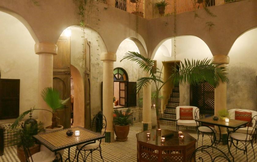 Location de vacances - Riad à Marrakech - Courtyard at night