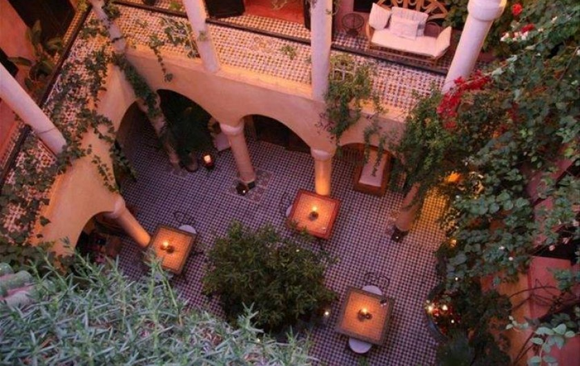 Location de vacances - Riad à Marrakech - Courtyard at sunrise
