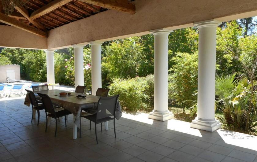 Location de vacances - Villa à Roquebrune-sur-Argens - Très agréable terrasse couverte de 70 m2