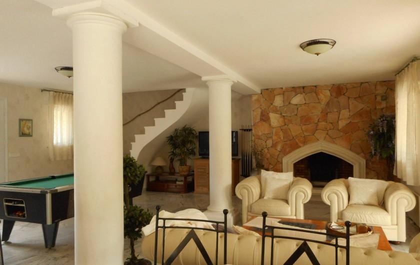 Location de vacances - Villa à Roquebrune-sur-Argens - Salon avec cheminée