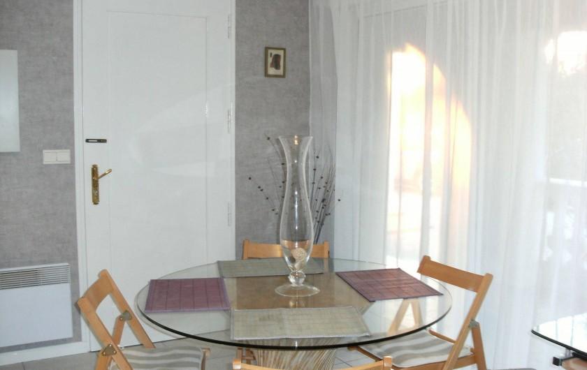 Location de vacances - Villa à Roquebrune-sur-Argens - Coin repas logement N°2