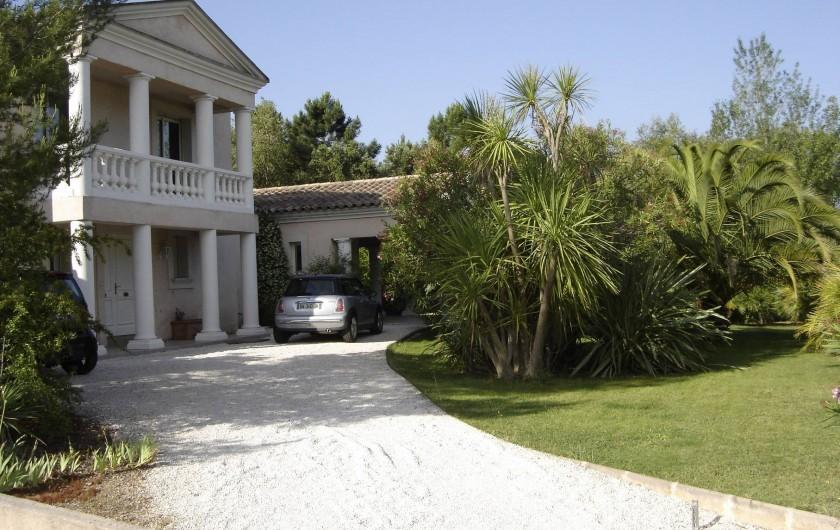 Location de vacances - Villa à Roquebrune-sur-Argens - Façade avant