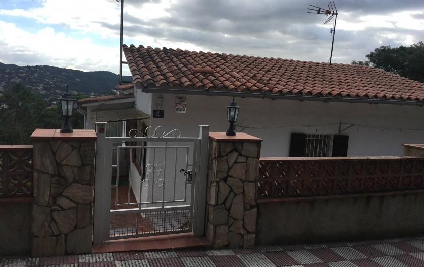 Location de vacances - Villa à Lloret de Mar - entrée cote rue 4 del segria