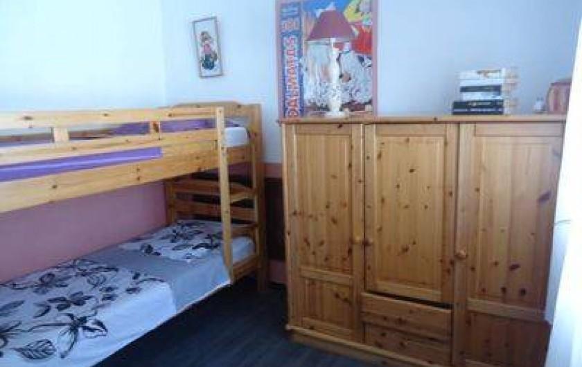 Location de vacances - Villa à Lloret de Mar - chambre du haut 2 lits en 90