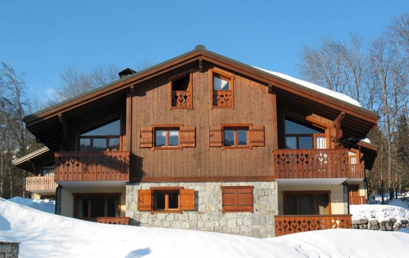 Location de vacances - Appartement à Les Carroz d'Arâches - vue du chalet l'hiver