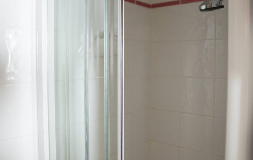 Location de vacances - Appartement à Les Carroz d'Arâches - salle d'eau chambre