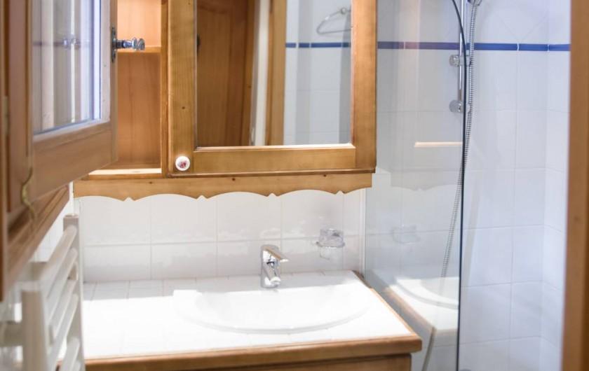 Location de vacances - Appartement à Les Carroz d'Arâches - salle de bains