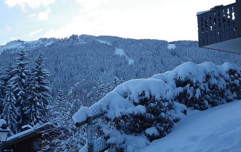 Location de vacances - Appartement à Les Carroz d'Arâches - vue de la terrasse sur montagne