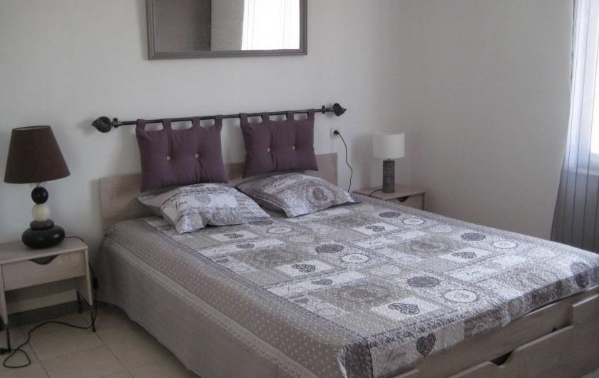 Location de vacances - Villa à Saint-Jean-de-Maruéjols-et-Avéjan - CH1 suite parentale