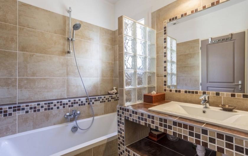 Location de vacances - Villa à L'Isle-sur-la-Sorgue - salle de bains étage