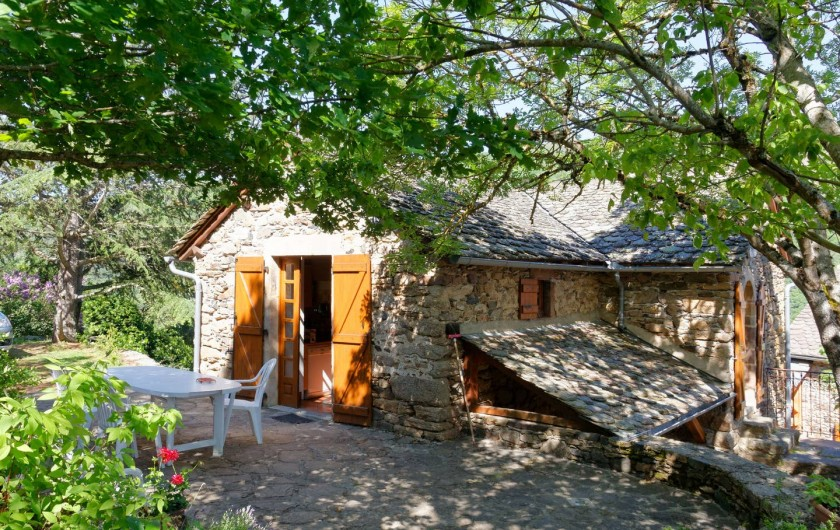Location de vacances - Gîte à Saint-Victor-et-Melvieu - TERRASSE agréable devant séjour