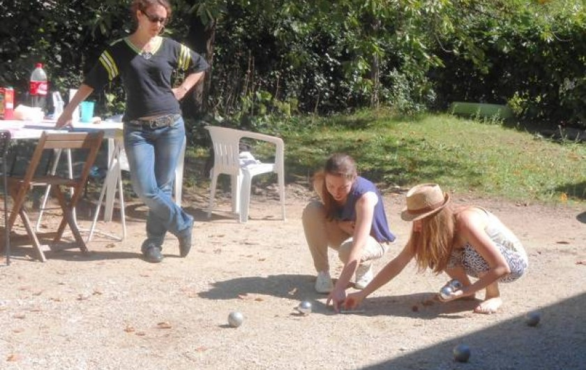 Location de vacances - Insolite à Labarre - La pétanque entre filles!