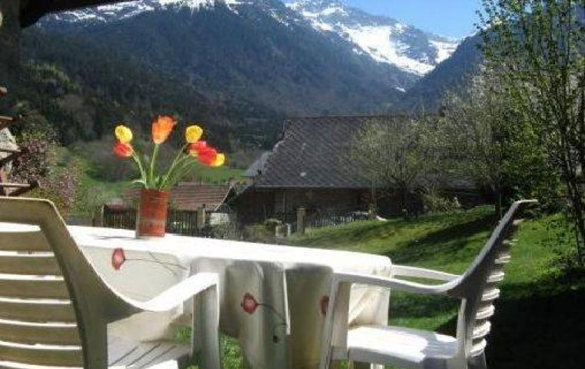 Location de vacances - Gîte à Grenoble - salon de jardin avec vue