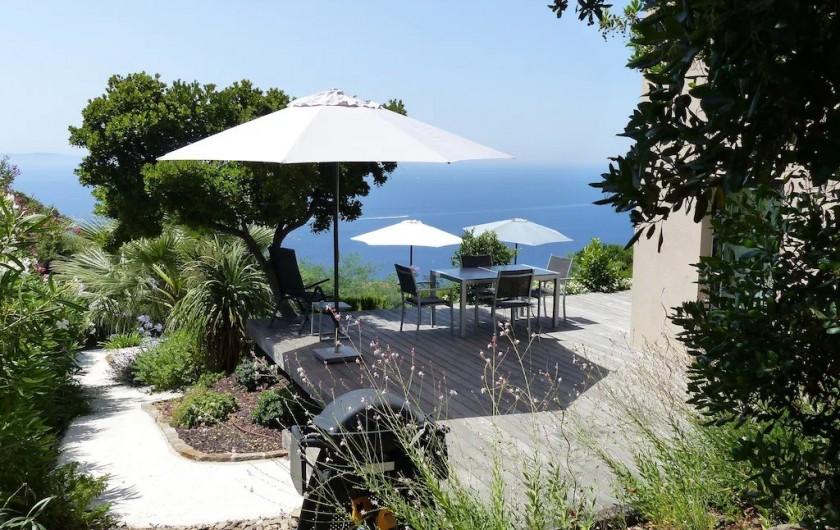 Location de vacances - Villa à Rayol-Canadel-sur-Mer - Accès à l'arrière du jardin