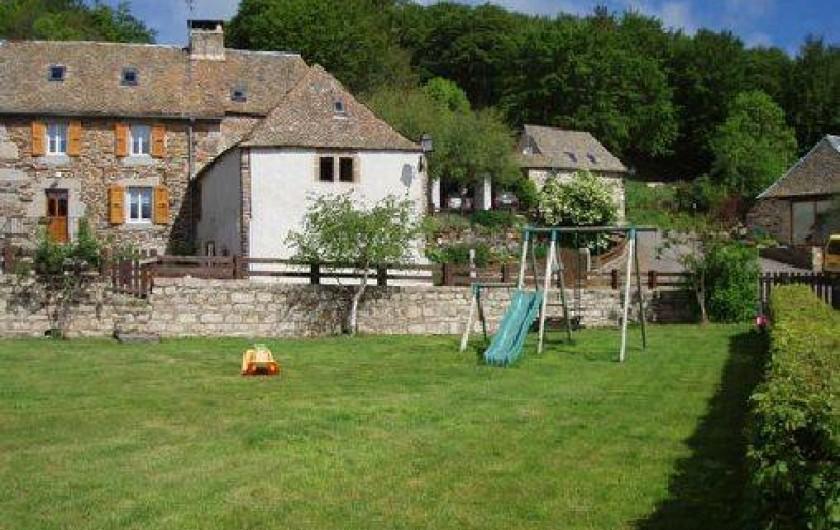 Location de vacances - Gîte à Saint-Pierre-de-Nogaret - sympa le terrain pour un foot...