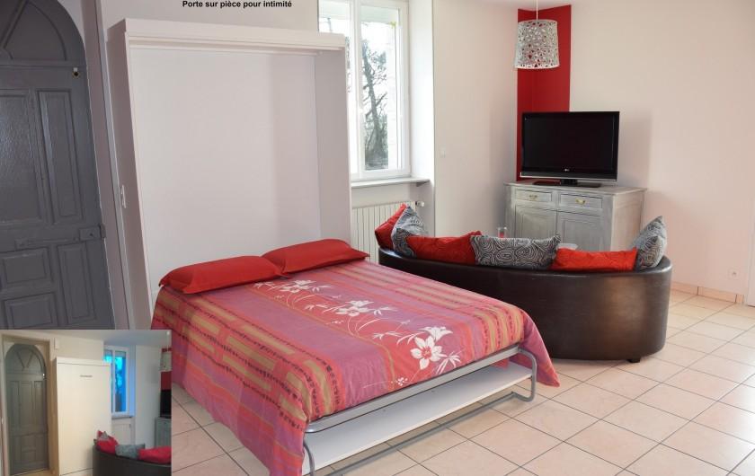 Location de vacances - Gîte à Locarn - Lit rabattable à mémoires d formes en 140. Porte sur pièce