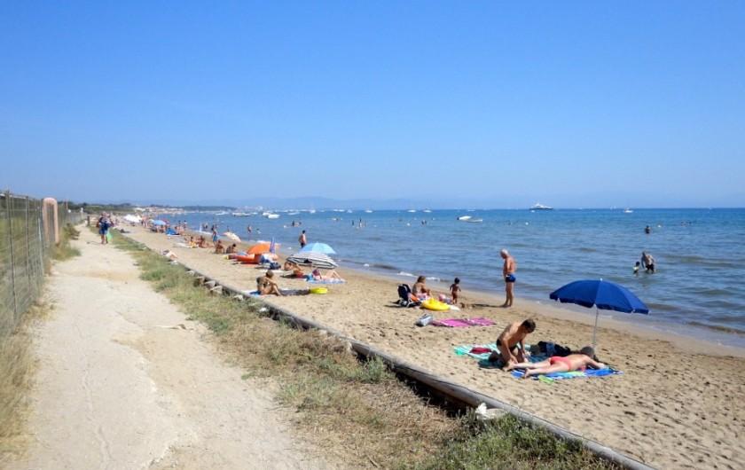 Location de vacances - Studio à Hyères - A 50m la plage de la Bergerie !