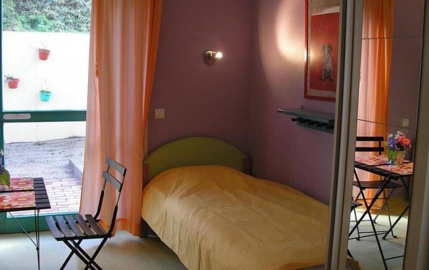 Location de vacances - Maison - Villa à Sainte-Marie-aux-Mines - chambre de 2 personnes aves salle de bain au rez de chaussé