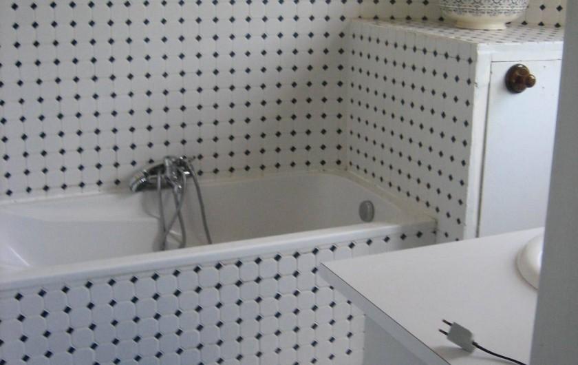 Location de vacances - Château - Manoir à Saint-Denis-de-l'Hôtel - Salle de bain NO