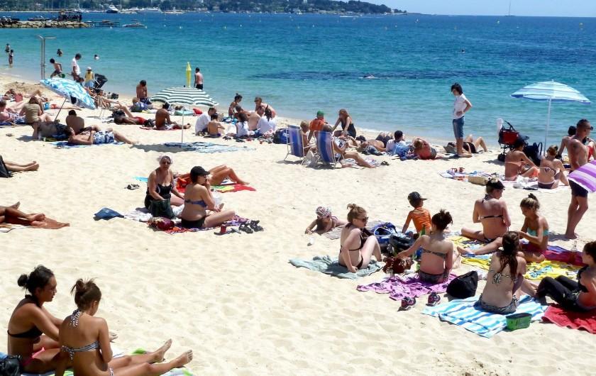 Location de vacances - Villa à Antibes - La plage de Juan, en bas de la rue (750 m)