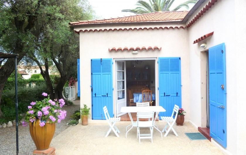 Location de vacances - Villa à Antibes - La terrasse plein sud