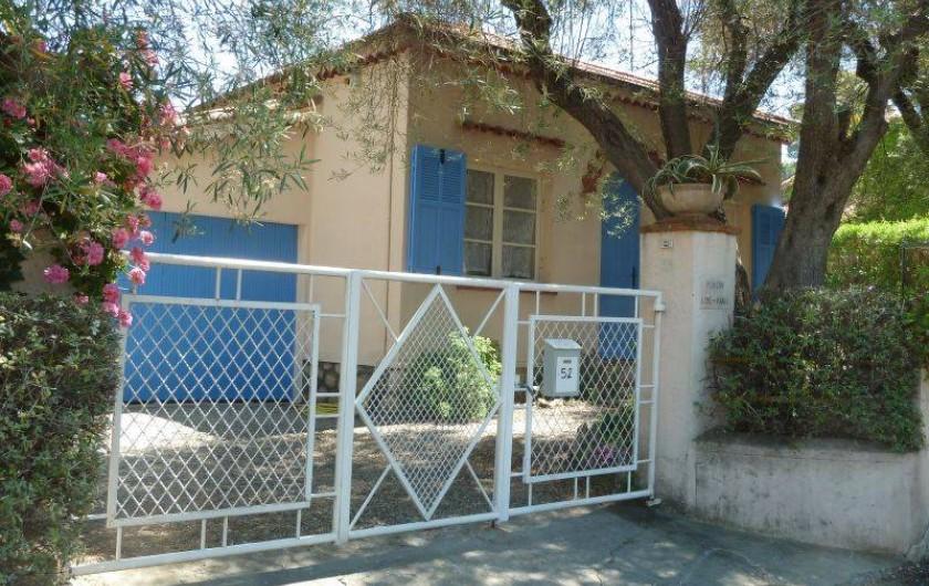 Location de vacances - Villa à Antibes - Le portail d'entrée
